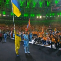 Флаг Украины на паралимпиаде в Рио во время церемонии закрытия вынес футболист Тарас Дутко